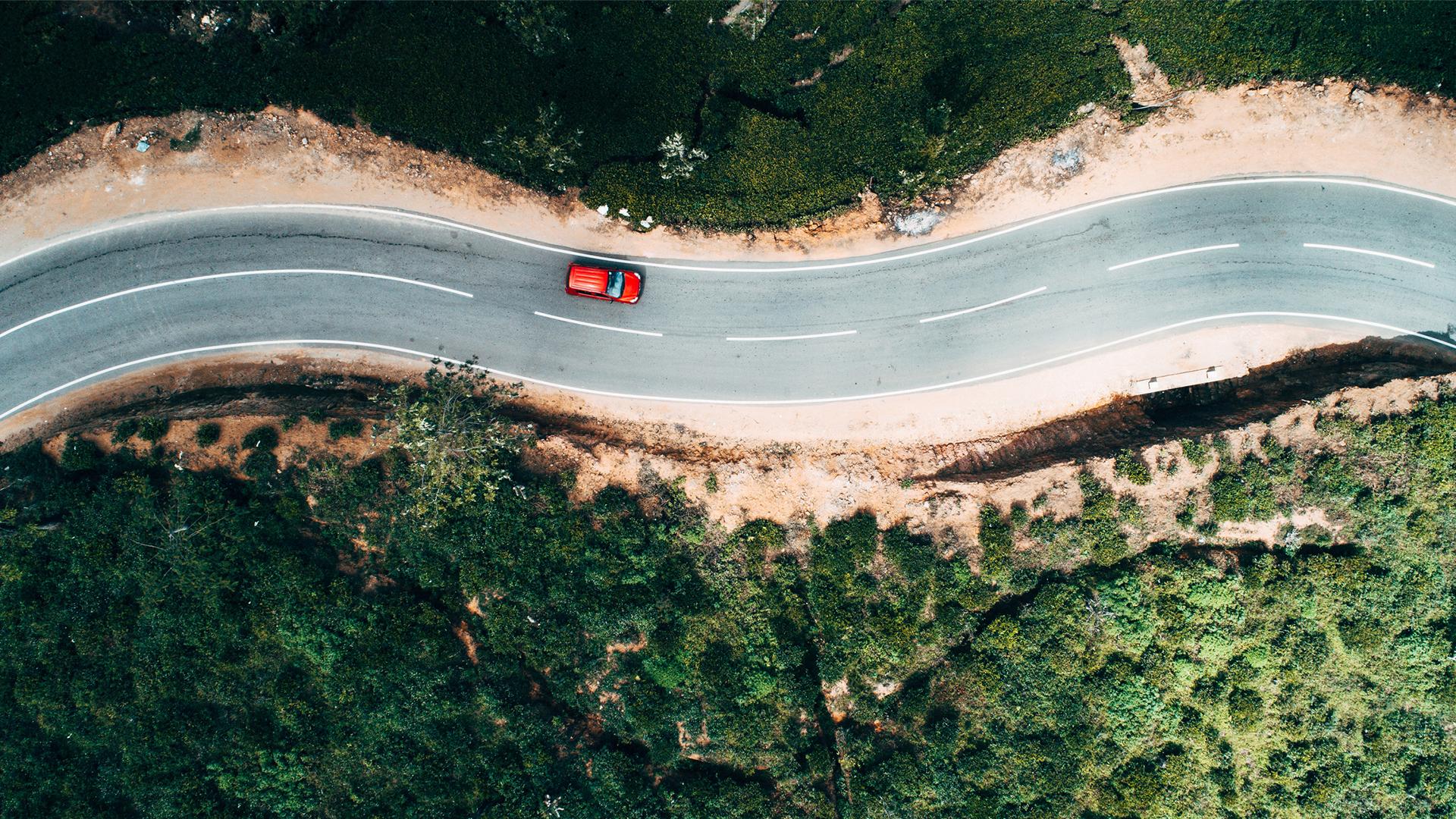 Automobil auf eine Serpentine Autozubehör Car on a road